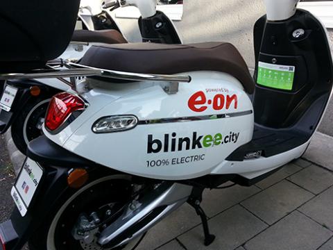 E-on blinkeecity robogók dekorálása - Háttérország Kft. - Járműfóliázás