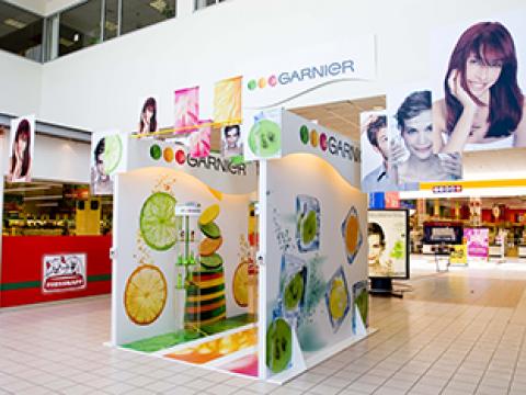 Garnier belső stand dekoráció - Háttérország Kft. - reklámdekoráció