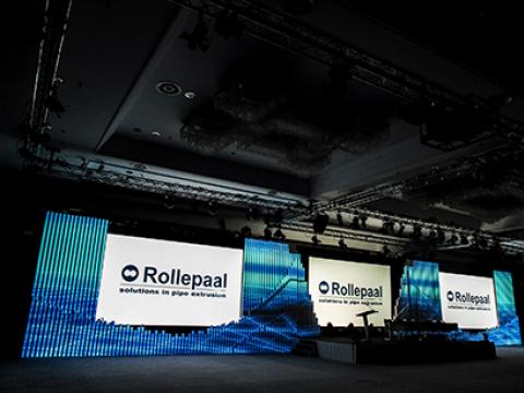 Rollepaal csövekből színpadi dekoráció építése - Háttérország Kft. - Reklámdekoráció