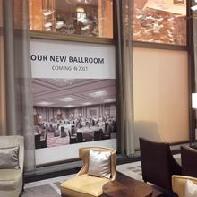 Hilton Hotel üvegfelületeinek dekorálása