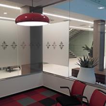 Mastercard iroda üvegfelületének dekorálása